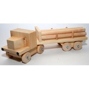 vrachtwagen met boomstammen